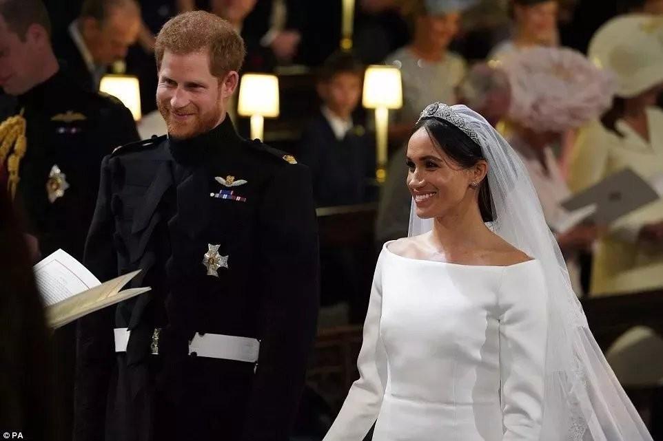 八卦!黑人血统、离过婚的美国女人Meghan Markle,为什么能成功嫁入英国王室?