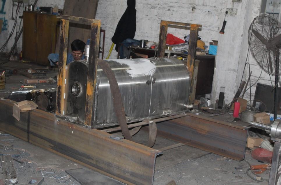 生產中的臥式螺帶混合機
